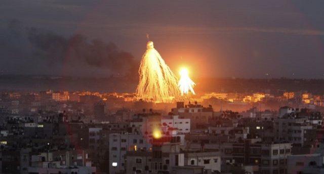 """Ore 22,15 del 02.10.2017 – Sento l'indignazione della gente contro il """"Grande Fratello"""" che ha squalificato Predolin perchè ha bestemmiato. Tutto questo mentre leggo dell'Operazione """"piombo fuso"""" con cui gli israeliani  trucidarono 1500 palestinesi, tra cui 432 bambini, nella totale indifferenza di tutti, e mi chiedo, ma in che cazzo di mondo stiamo vivendo?"""